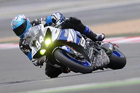 motorcycle-racer-597913_640